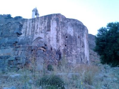 Ο ναός κτισμένος στη γωνά της μεγάλης Βασιλικής
