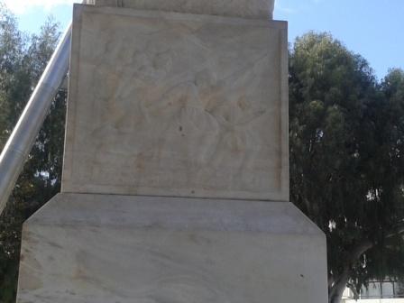 Ανάγλυφη παράσταση στο μνημείο, σπάνια την προσέχει κανείς...