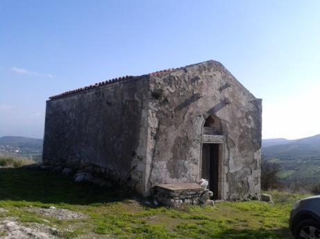 Το εκκλησάκι του κάστρου, ολόγραφο κάποτε, άντεξε στο χρόνο