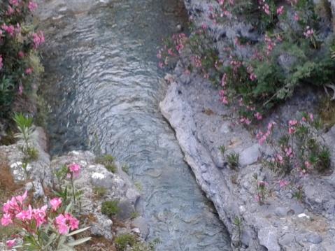 Το ποτάμι του φαραγγιού, διευθετήθηκε για να καταστήσει τη διαδρομή ασφαλή