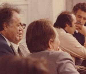 Δεύτερος από δεξιά Μανόλης Παπαϊωάννου, πρώτα ματαδικτατορικα χρόνια, μιλάει με τον Γ.Ξαγοράρη-στην πλάτη του Μ. Καρέλλης, Μυκωνιάτης, Ε.Ρομπογιαννακης (αρχείο ΑΛΚΜΑΝ)