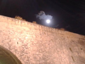 Πανσέληνος πάνω από το Μεγάλο Κάστρο