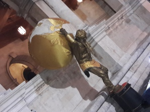 Φθινοπωρινο Ηράκλειο, Λότζια: ένας Ατλαντας κρατάει τη γη (από τοΠικαντίλι στην Κρήτη)