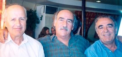 μεταξύ των πιο παλιών φίλων του (αριστερα Γ Ζεβελάκης, δεξιά Ν.Βεριγάκης)