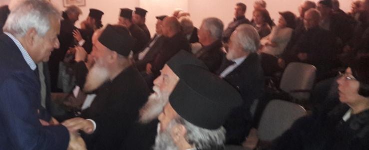 Από την εκδήλωσηο Δήμαρχος με τρεις ιερωμένους: αριστερα Γοντικάκη,ς..δεξιά η σύζυγος του Νίκου Γιανναδάκη.