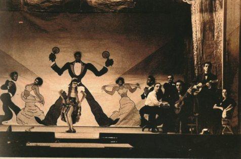 """Εντυπωσιακή φωτογραφία από παράσταση στη """"Μάντρα""""στο πιάνο ο Αττίκ"""