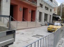 Το κτίριο της Βικελαίας Βιβλιοθήκης περατώθηκε, ο χώρος μπροστά δεν ελευθερώνεται - μηνες τώρα ...