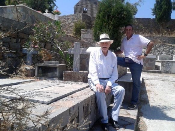 Ανώγεια Αυγουστος 2014, επίσκεψη στον τόπο που αναπαύεται ο Παπαγάννης Σκουλάς