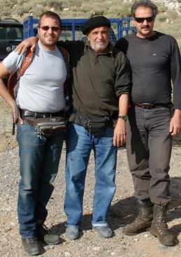 Καταφύγιο, με τον ποιητή βοσκό δεξιά και τον γιο του Δημήτρη αριστερά