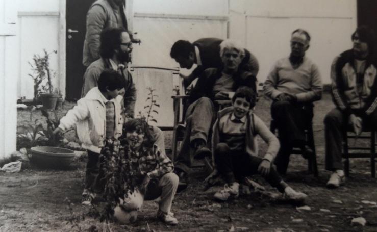 Ιδαίον, αποαρισταρά Β.Ζεβελάκη με τα δυο κορίτσια του Ν.βιδακη, Σακελλαρ΄κης με Σπύρο Ζρεβελάκη και Γιώργος Τσαϊνης δεξιά(αρχείο ΑΛΚΜΑΝ 1984)