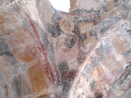 Απομεινάρια τοιχογραφιών, στα σφαιρικά τρίγωνα κια τα τόξα