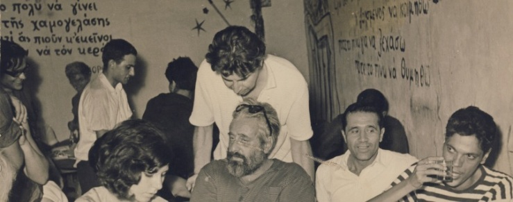 Μικης Θεοδωράκης στο μεσον ο΄ρθιος, μπροστά τοτ ο Μίνως Αργυράκης(σκιτσογράφος) αριστερά ο Γιάννης Σταρίδας κλπ