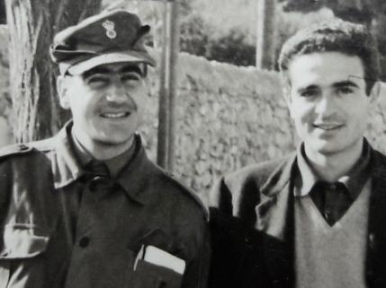 Δεξιά Μανόλης Ρουσάκης, με Νίκο Βερυγάκη - οι σπουδές τέλειωσαν