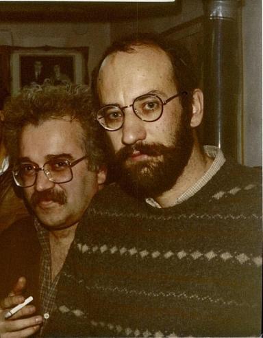 Φωτογραφία του Κωστή Παπαγιώργη (1985), με τον ποιητή Γιάννη Πατίλη(δεξιά).