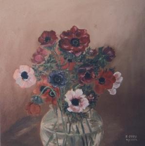 Η Κρήτη Σμπώκου- Φαρσάρη, διάλεξε φυτά και λουλούδια, απομακρύνθηκε από τυπικά θέματα, το έργο του καταλόγου  μας άρεσε-όμως πιο χαρακτηριστικα είναι τα θέματα με τους κρίνους και τα ηλιοτρόπια.