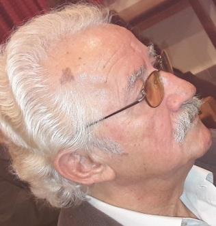 Ζαχαράις Καραταράκης, γνωστός φιλόλογος, με ευρύτερες απασχολήσεις, σήμερα στο ραδιόφωνο, προσθέτει κάτι που ...λέιπει στα ερτζιανά