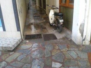 Στη γωνία της οδού ΝΕΚΤΑΡΙΟΥ(πατριάρχου)δίπλα ακριβώς στο σπίτι των παιδικών χρόνων...