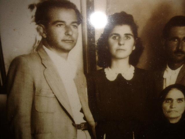 Σπάνια φωτογραφία του Γιώργου Σμπώκου, από τη Νομικη Σχολή του Πανεπιστημίου Αθηνών, στην Αντίσταση και το ΚΚΕ (δίπλατ του η αδελφή του Δόξα)