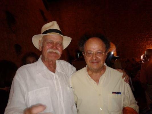 Με τον γνωστό δημοσιογράφο και διανοούμενο Π.Γεωργουδή σε ευθυμη στιγμή