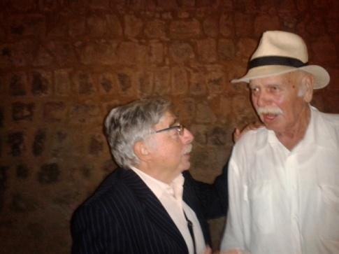 Με τον σύντεκνο και φίλο του Δημήτρη Ξηριτάκη σε εκδήλωση (για να τιμηθεί ο Μ.Καρέλλης)στο μικρο Κηποθέατρο