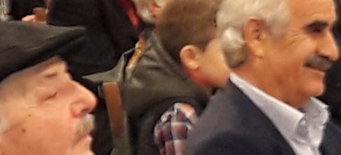 Αριστερά Κώστας Ασλάνης, δεξιά Ευρ.Κουκιαδάκης, στην εκδήλωση- κι οι δυο παλιοι φίλοι της ΤΟΛΜΗΣ