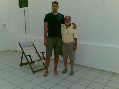 Πρίν λίγο καιρό, με τον ψηλότερο Κρητικό Ανδρέα Γλυμιδάκη, γιο του αδελφού της συζύγου του.