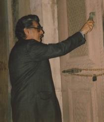 Ο Μανόλης Αναγνωστάκης κρούει μια κλειστή θύρα , στο Ηράκλειο του 1979