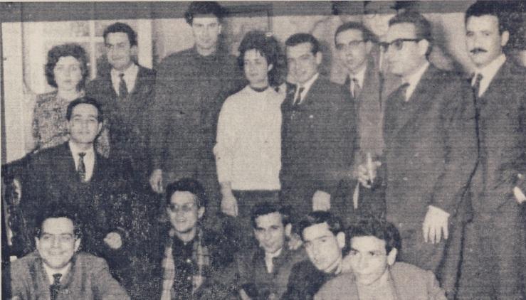 Από υποδοχή Θεοδωράκη στην Αθήνα διακρίνονταιΑριστερά από πάνω προς τα κάτω : σύζυγος του Γιάννη Θεοδωράκη, Σταυρος Σταφυλάκης, Γιαννης Θεοδωράκης.στη μέση της πρώτης σειράς Κώστας Γραμματικάκης.Τρίτος από δεξιά στην πρώτη γραμμή, Μανόλης Γκαζής κλπ(1961-64;)